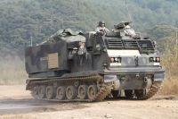 Model Kit military 3557 - M270A1 MULTIPLE LAUNCH ROCKET SYSTEM (MLRS) (1:35)