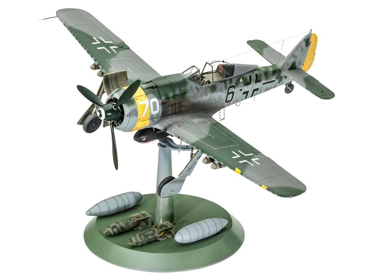 Plastic ModelKit letadlo 04869 - Focke Wulf Fw190 F-8 (1:32) Plastikové modely